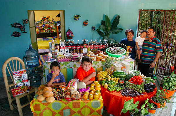 Mexico - Cuernavaca - The Casales family spends around $189 per week.