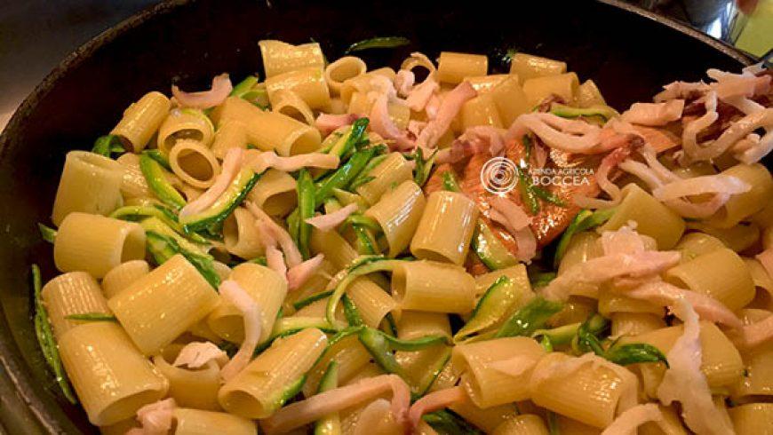 Spaghetti con zucchine e pesce spada affumicato
